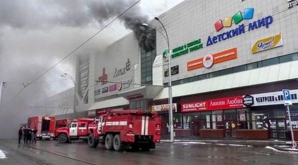 سيارات إطفاء روسية تخمد حريقاً في مجمع تجاري (أرشيف)