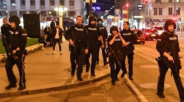عناصر من الشرطة النمساوية في فيينا بعد الهجوم (أرشيف)