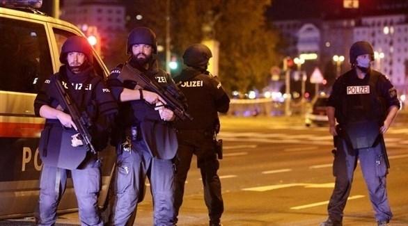 عناصر من الشرطة النمساوية في محيط موقع هجوم فيينا (أرشيف)