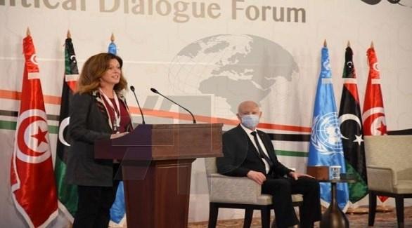 الرئيس التونسي قيس سعيد يستمع إلى كلمة ستيفاني وليامز (وكالة الأنباء التونسية)