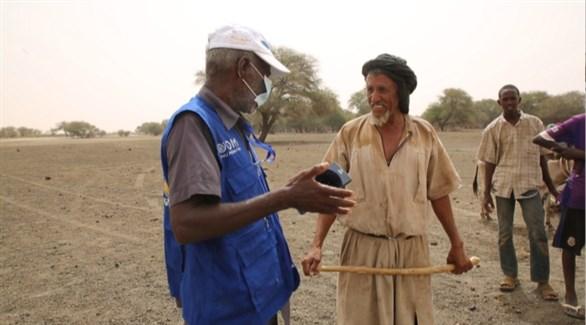 متطوع في موريتانيا في حملة توعية بخطر كورونا (أرشيف)