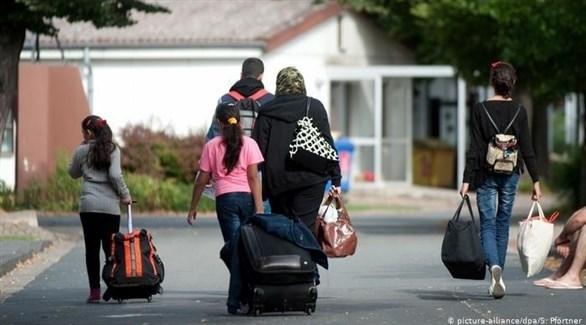 عائلة لاجئة مع أمتعتها (أرشيف / د ب أ)