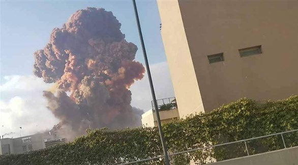 الدخان المتصاعد لحظة الانفجار الكبير في مرفأ بيروت (أرشيف)