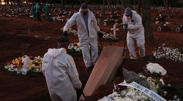 دفن متوفى بكورونا (أرشيف)