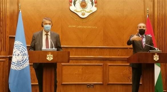 الصفدي متحدثاً أثناء المؤتمر الصحفي