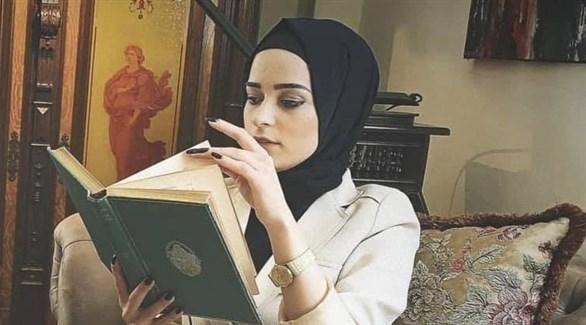 الناشطة اللبنانية الموقوفة كيندا الخطيب (أرشيف)