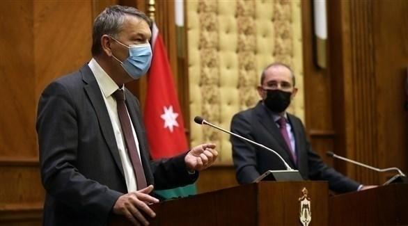 لازاريني في المؤتمر الصحفي مع وزير الخارجية الأردنية أيمن الصفدي (رويترز)