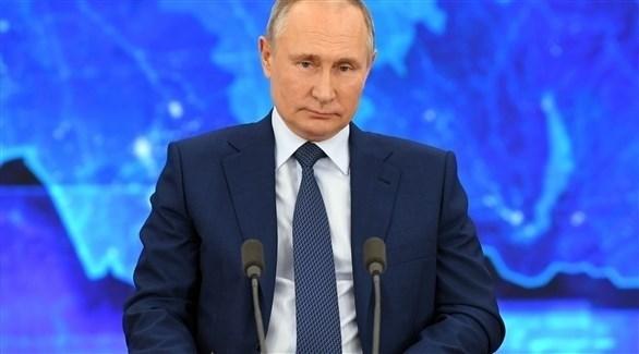 الرئيس الروسي فلاديمير بوتين خلال حديثه بالمؤتمر الصحفي (الفرنسية)