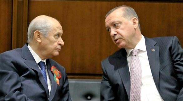 الرئيس التركي رجب طيب أردوغان وحليفه دولت بهجلي زعيم حزب الحركة القومية (أرشيف)