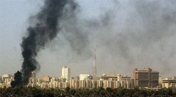 تصاعد الدخان في بغداد بعد قصف صاروخي سابق للمنطقة الخضراء (أرشيف)