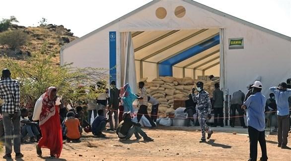 لاجئون من تيغراي أمام مركز لتوزيع مساعدات غذائية من الأمم المتحدة (أرشيف)