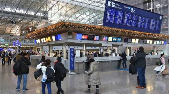 مسافرون في مطار فرانكفورت الألماني (أرشيف)