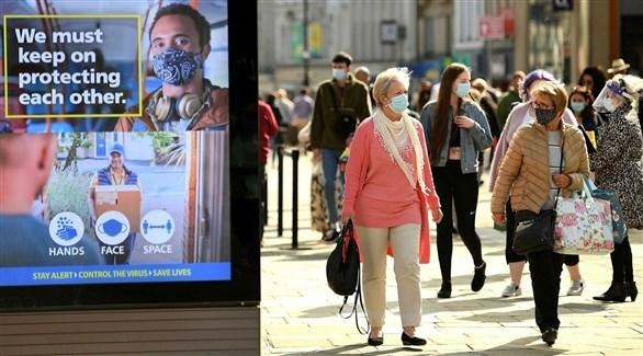 أشخاص يرتدون الكمامات في شوارع بريطانيا (أرشيف)