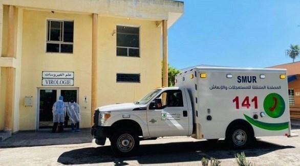 سيارة إسعاف أمام قسم الفيروسات في أحد مستشفيات المغرب (أرشيف)