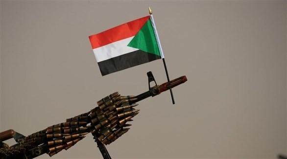 السلاح مرفوعاً على الحدود (أرشيف / رويترز)