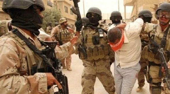عناصر من القوات العراقية تعنقل داعشياً في الأنبار (أرشيف)
