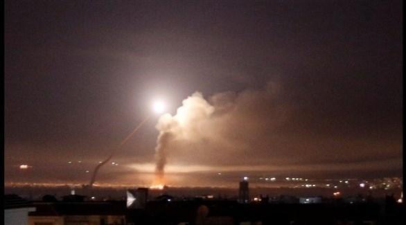 دخان يتصاعد من موقع إيراني في سوريا بعد أن تعرض للقصف (أرشيف)