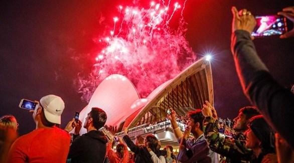 أستراليون يشاهدون ألعاباً نارية في احتفال سابق (أرشيف)