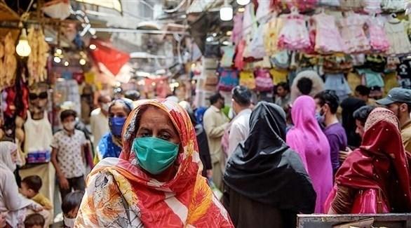 باكستانيون في سوق بإسلام أباد (أرشيف)