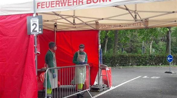 مركز صحي مؤقت لكشف كورونا في موقف سيارات مطار بون الألماني (أرشيف)