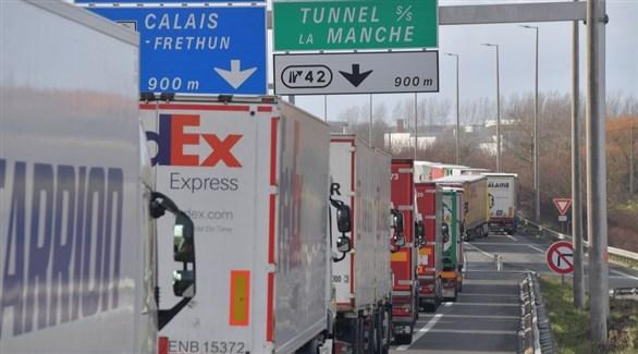 شاحنات نقل سلع في طريقها إلى نفق المانش الرابط بين فرنسا وبريطانيا (أرشيف)