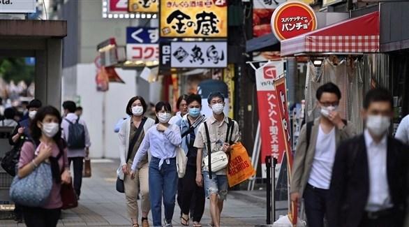 يابانيون يرتدون كمامات للوقاية من كورونا (أرشيف)