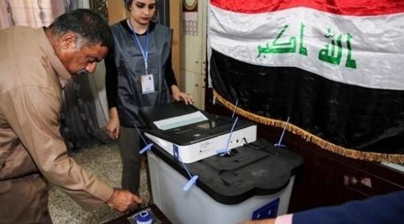 عراقي يدلي بصوته في انتخابات سابقة (أرشيف)