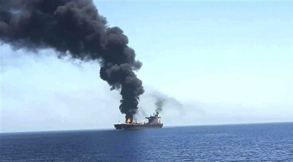 حريق على متن سفينة لشحن النفط قبالة الساحل اليمني (أرشيف)