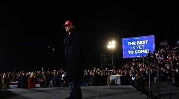 ترامب في لقاء مع مناصريه خلال الحملة الانتخابية (أرشيف)