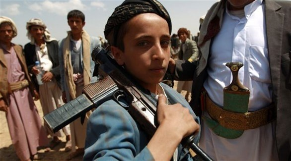 طفل يحمل سلاحاً (أرشيف)