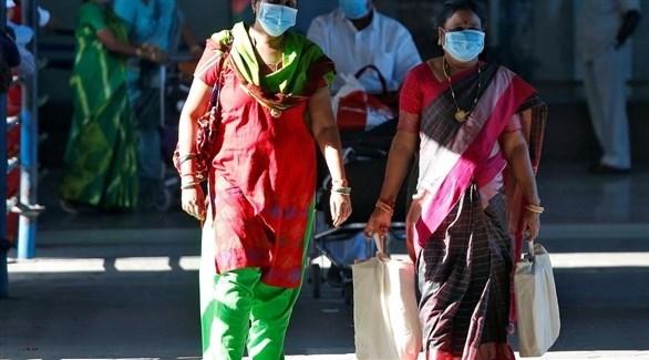 سيدتان يرتدين الكمامات الواقية في الهند (أرشيف)