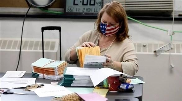 عملية عد الأصوات في الانتخابات الأمريكية (أرشيف)