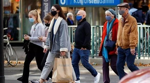 مواطنون ألمان يرتدون الكمامات للوقاية من كورونا (أرشيف)