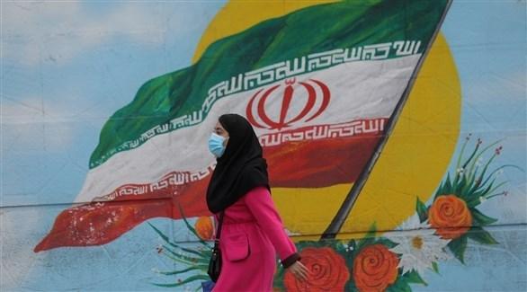 سيدة إيرانية ترتدي الكمامة للوقاية من كورونا في طهران (أرشيف)