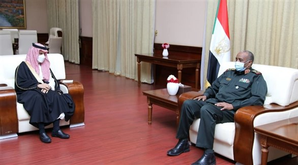 رئيس مجلس السيادة السوداني عبد الفتاح البرهان وزير الخارجية السعودي الأمير فيصل بن فرحان (سونا)