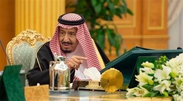 العاهل السعودي الملك سلمان بن عبدالعزيز مترئساً اجتماعاً سابقاً لمجلس الوزراء (أرشيف)