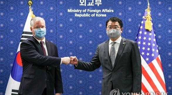 نائب وزير الخارجية الأمريكي بيغون ونظيره الكوري الجنوبي تشوي (يونهاب)