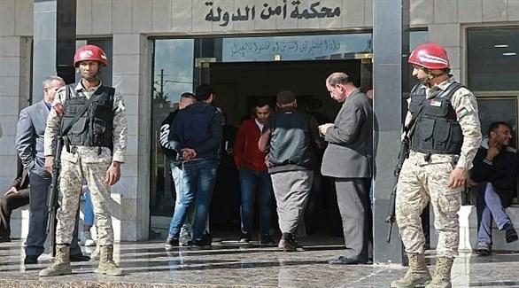 جنديان ومراجعون أمام محكمة أمن الدولة الأردنية (أرشيف)
