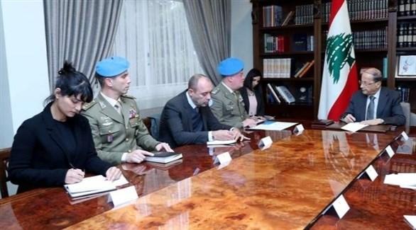 الرئيس اللبناني عون وقائد قوات اليونيفيل الجنرال دل كول (أرشيف)