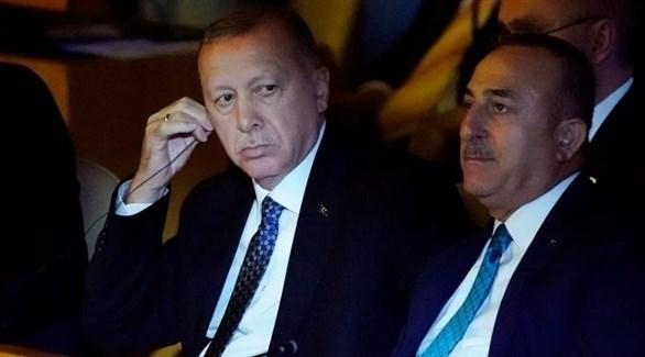 الرئيس التركي رجب طيب أردوغان ووزير خارجيته مولود تشاويش أوغلو (أرشيف)