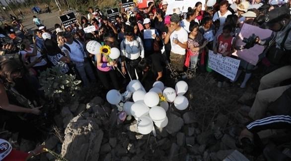 مراسم دفن الطفلة المكسيكية فاطمة (تويتر)