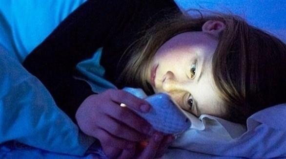 الهاتف ليلاً يسبّب الأرق.. الحل