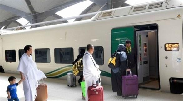 مسافرون في إحدى محطات قطار الحرمين بالسعودية (أرشيف)
