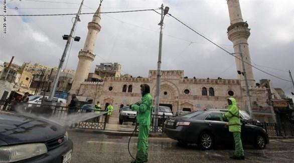 جانب من عملية تعقيم الشوارع في الأردن (غيتي)