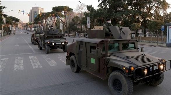 الآليات العسكرية منتشرة في الشوارع الرئيسية من ألبانيا (اي بي ايه)