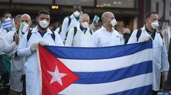 أطباء في كوبا خلال وقفة توعوية بكورونا (أرشيف)