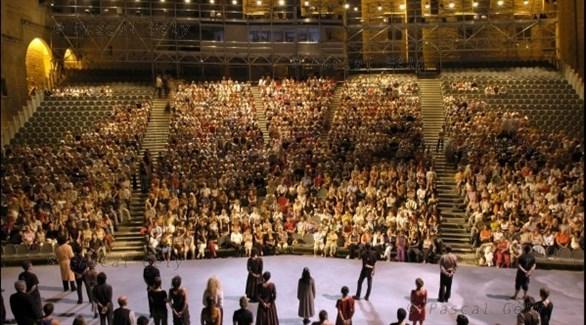 عرض مسرحي في قصر البابوات محور مهرجان أفينيون الفرنسي للمسرح (أرشيف)