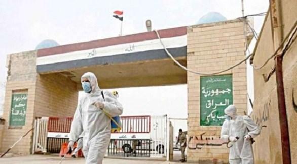 عاملان يُعقمان منفذاً حدودياً في العراق (أرشيف)