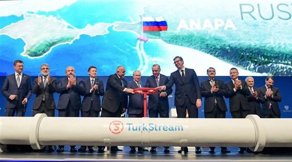 الرئيسان التركي رجب طيب أردوغان والروسي فلاديمير بوتين عند إطلاق ترك ستريم (أرشيف)