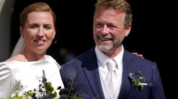 رئيسة الوزراء الدنماركية ميته فريدريكسن وزوجها بو تينبيرغ (تويتر)